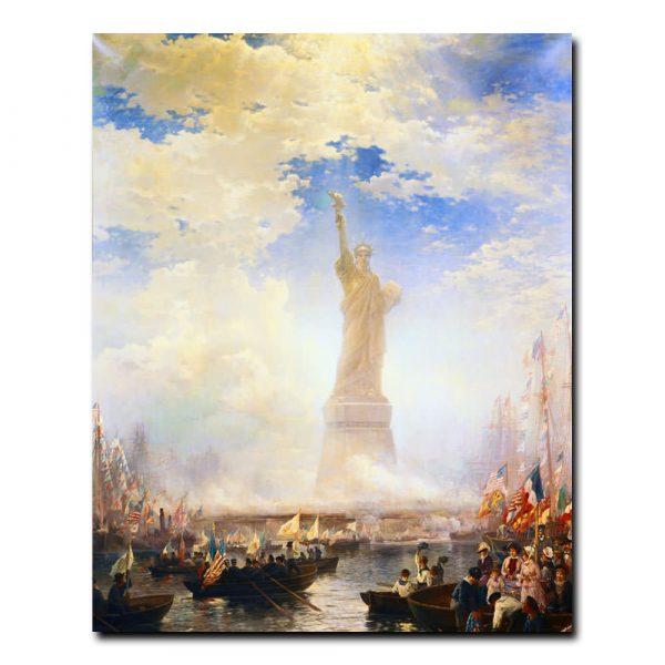 Празднование четвертого июля на реке около Статуи Свободы